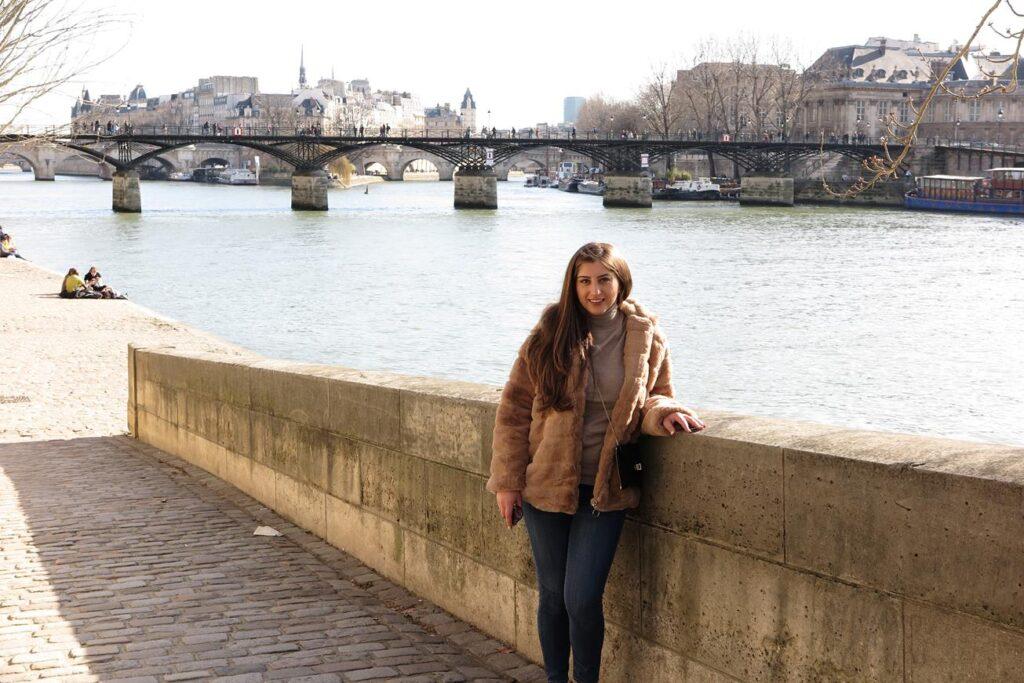 Sara in Paris