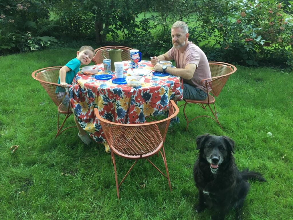 LUNCH IN THE BACKYARD WITH DAD AND TESSA!