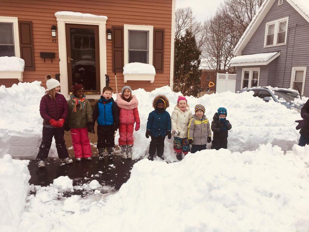 THE NEIGHBORHOOD KIDS ON A SNOW DAY!